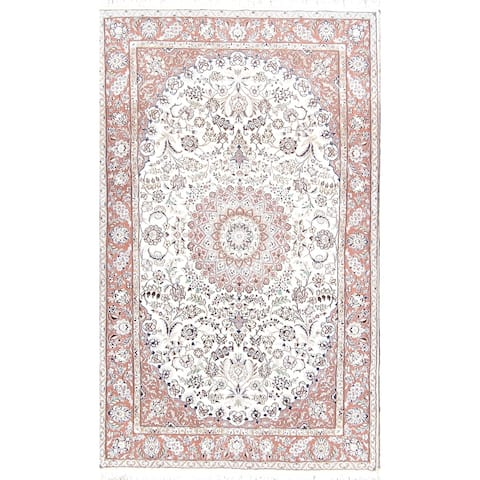 "Floral Medallion Nain Hand Knotted Woolen and Silk Persian Area Rug - 8'2"" x 5'1"""