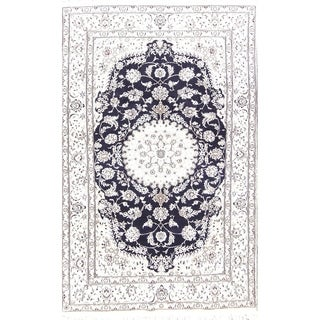 """Floral Medallion Nain Hand Knotted Wool and Silk Persian Area Rug - 8'2"""" x 5'0"""""""