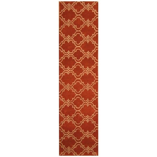Handmade Trellis Wool Rug (India) - 2'6 x 10'