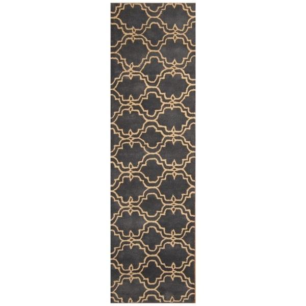 Handmade Trellis Wool Rug (India) - 2'7 x 9'3