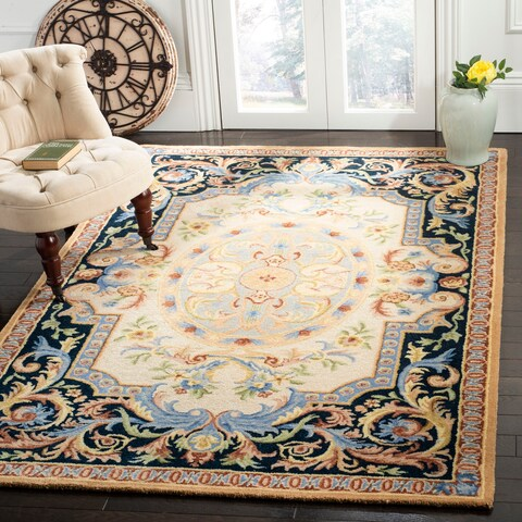 Safavieh Handmade Savonnerie Traditional Ivory / Navy Wool Rug - 6' x 6' Square