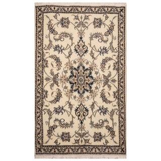 Handmade Nain Wool Rug (Iran) - 2'10 x 4'7