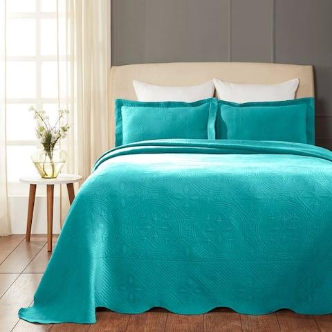 Superior Designer Celtic Circles Scalloped Bedspread