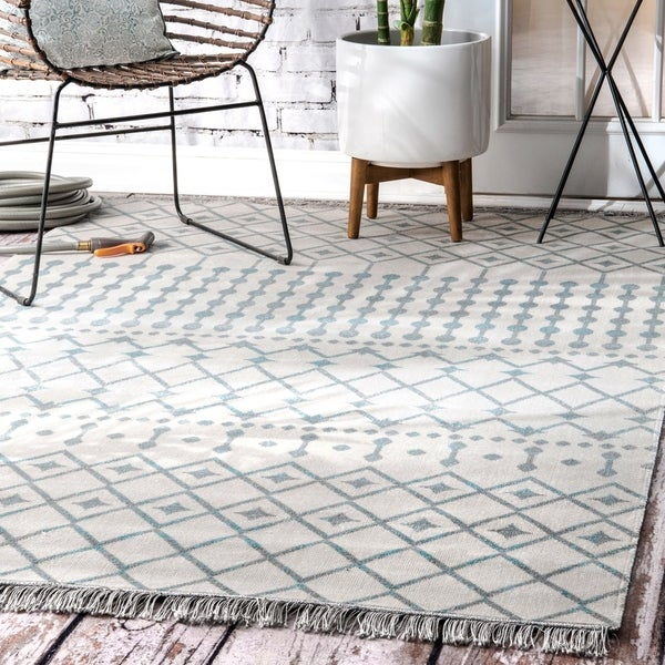 nuLOOM Bohemian Geometric Moroccan Trellis Tassels Indoor/ Outdoor Area Rug