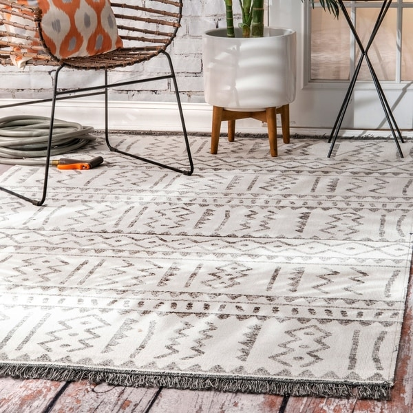 The Curated Nomad Frida Grey Indoor/ Outdoor Aztec Trellis Tassels Area Rug