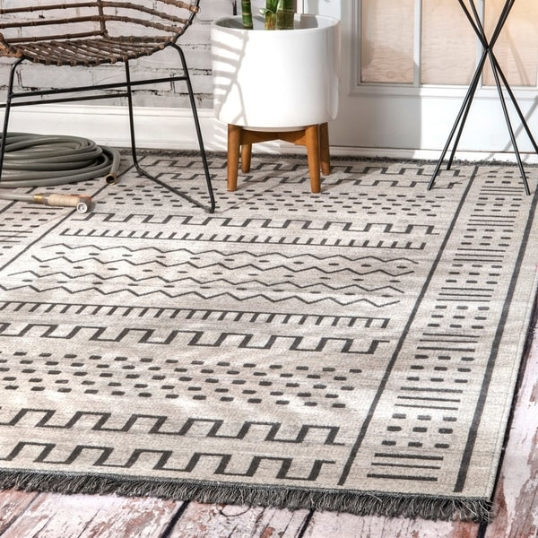 The Curated Nomad Frida Grey Transitional Native Tribal Indoor/ Outdoor Tassels Area Rug