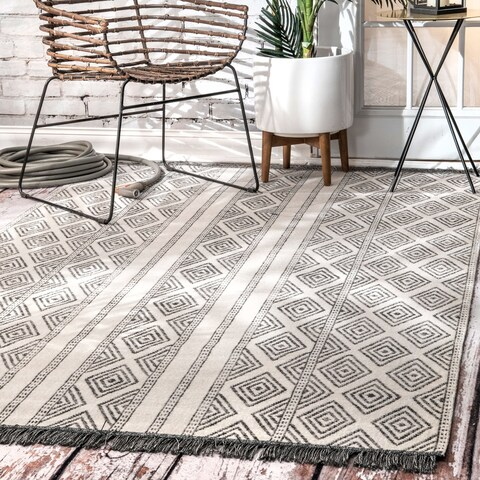 The Curated Nomad Frida Casual Geometric Indoor/ Outdoor Tribal Striped Tassels Area Rug