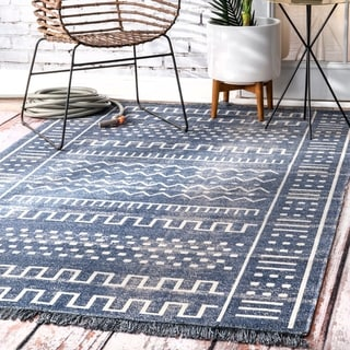 nuLOOM Transitional Native Tribal Indoor/ Outdoor Tassels Area Rug