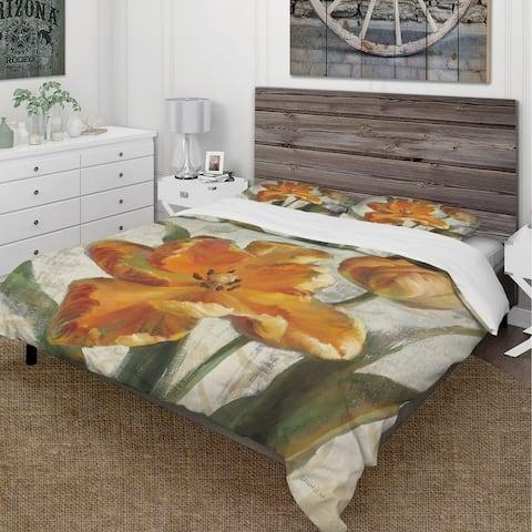 Designart 'Parrot Tulips I on Ivory' Cottage Bedding Set - Duvet Cover & Shams