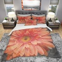 Designart 'Vivid Orange Daisy II' Shabby Bedding Set - Duvet Cover & Shams