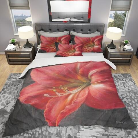 Designart 'Vivid Red Lily III' Shabby Bedding Set - Duvet Cover & Shams