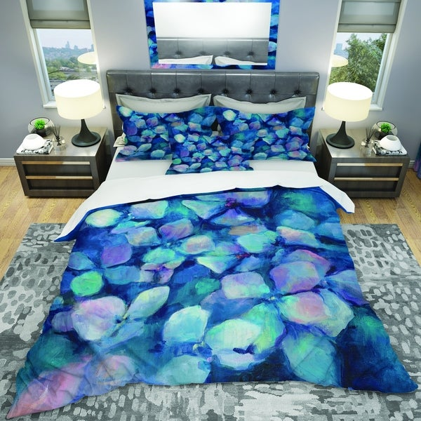 Designart 'Abstract Blue Flower Petals' Geometric Bedding Set - Duvet Cover & Shams