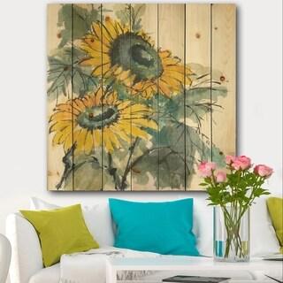 Designart 'Tradionnal Sunflower I' Cabin & Lodge Print on Natural Pine Wood - Multi-color