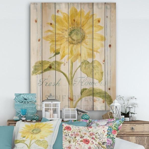 Designart 'Floursack Florals II' Cottage Print on Natural Pine Wood - Green