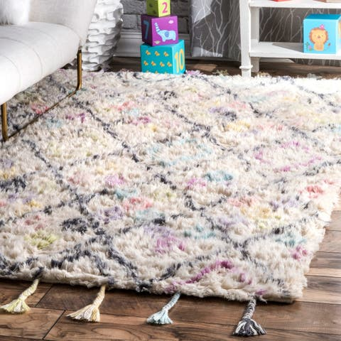 "Porch & Den Thompson Hand-tufted Off-white Trellis Shag Wool Tassel Runner Rug - 2' 6"" x 8'"