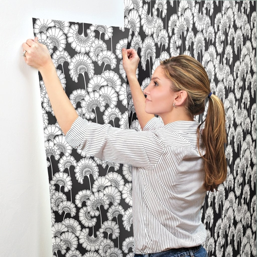 Shop Japanese Floral Wallpaper 27 In X 27 Ft 60 75 Sq Ft In