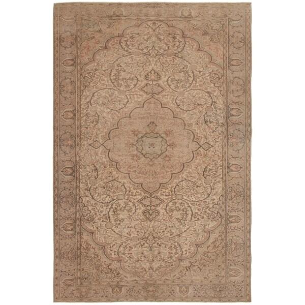 eCarpetGallery Hand-knotted Antalya Vintage Cream Wool Rug - 6'4 x 9'8
