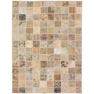eCarpetGallery Hand-knotted Vintage Anatolia Patch Khaki Wool Rug - 4'10 x 6'5
