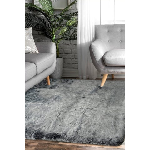 White 5x7 Faux Fur - 5' x 7'