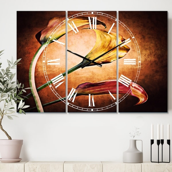 Designart 'Zantedeschia Aethiopica' Cottage 3 Panels Oversized Wall CLock - 36 in. wide x 28 in. high - 3 panels