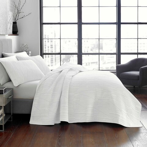 City Scene Tally White Quilt Set