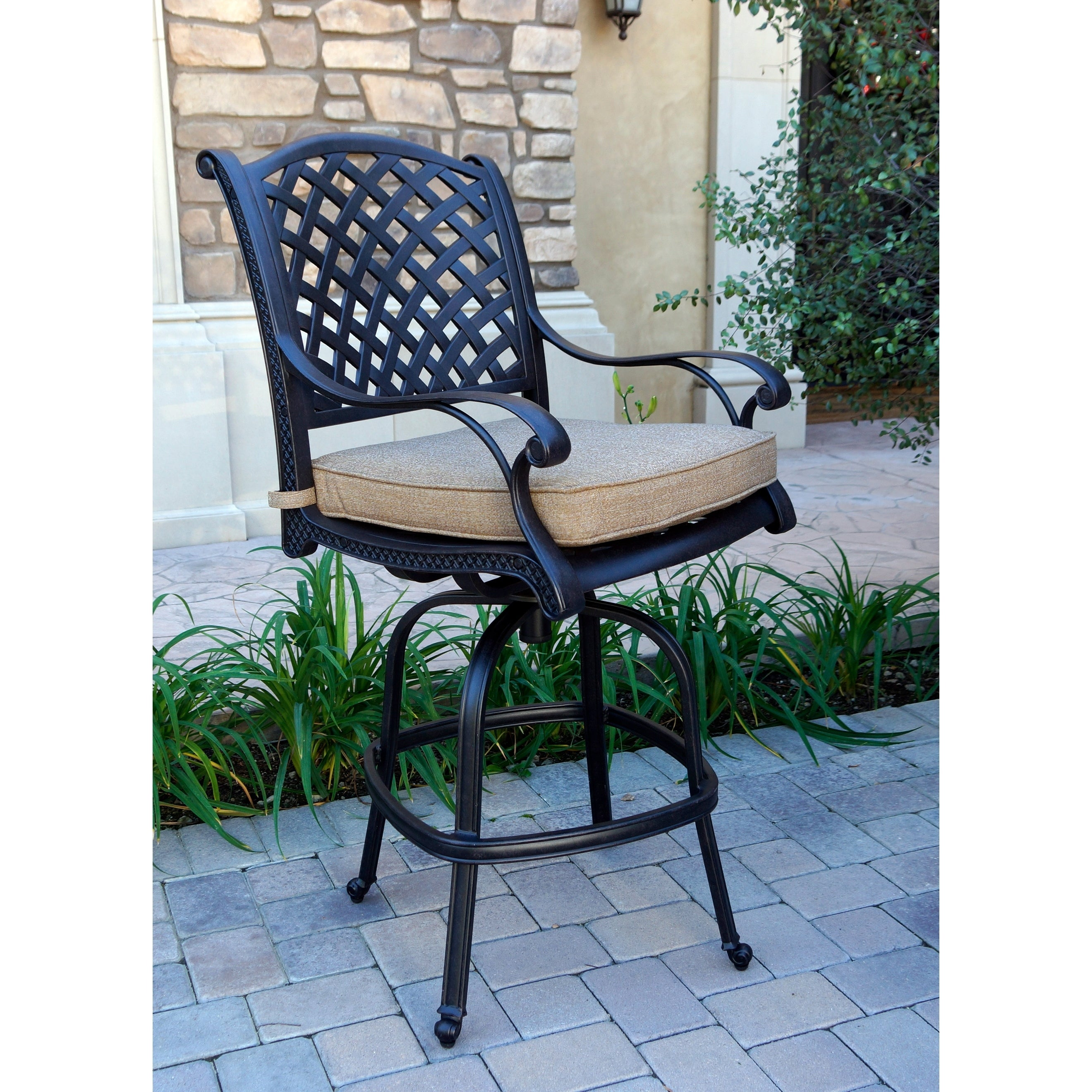 Image of: Shop Nassau Patio Swivel Bar Stool With Cushion Set Of 6 Overstock 26453828