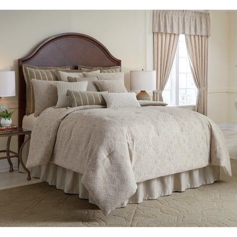 Laurenza 4 piece Queen Comforter