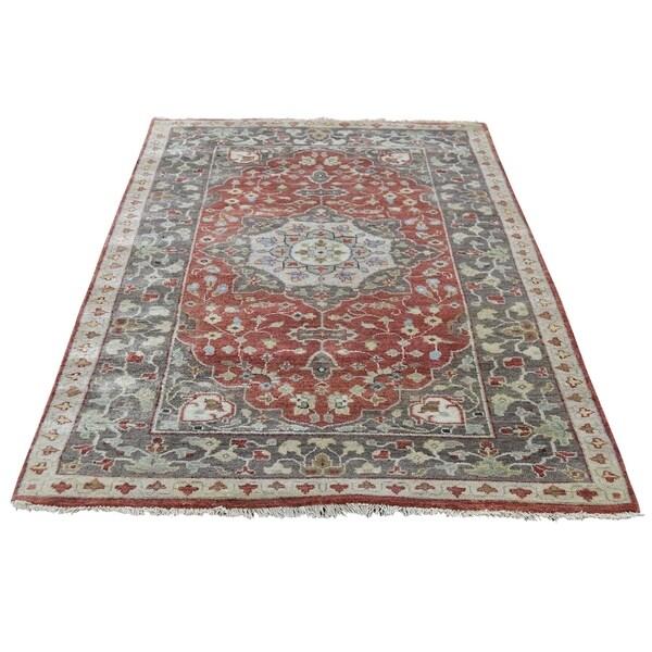 "Shahbanu Rugs Antiqued Haji Jalili Re-creation Hand-Knotted Oriental Rug (3'0"" x 5'0"") - 3'0"" x 5'0"""