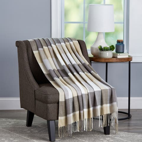 Carson Carrington Uusikaupunki Oversized Acrylic Throw