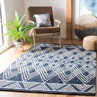 Safavieh Handmade Micro-Loop Trientke Wool Rug