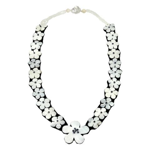 Handmade Stunning Linked Flowers of White Mother of Pearl Beaded Statement Necklace (Thailand)