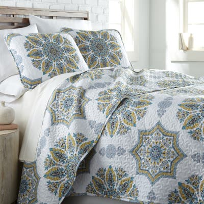 Vilano Ultra-Soft Lightweight Infinity Blossom 3-piece Quilt and Sham Set