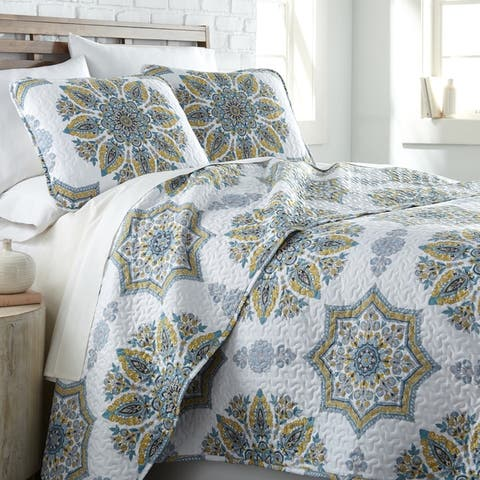 Vilano Ultra-Soft Lightweight Infinity Blossom 3-piece Quilt and Sham Set