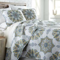 Infinity Reversible Quilt and Sham Set