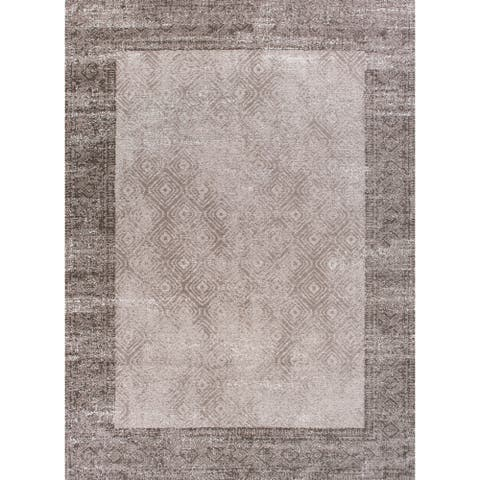 Retreat Distressed Geometric Area Rug