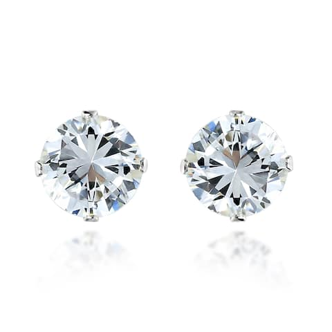 Handmade Dazzling 5mm Round White Cubic Zirconia on Sterling Silver Stud Earrings (Thailand)