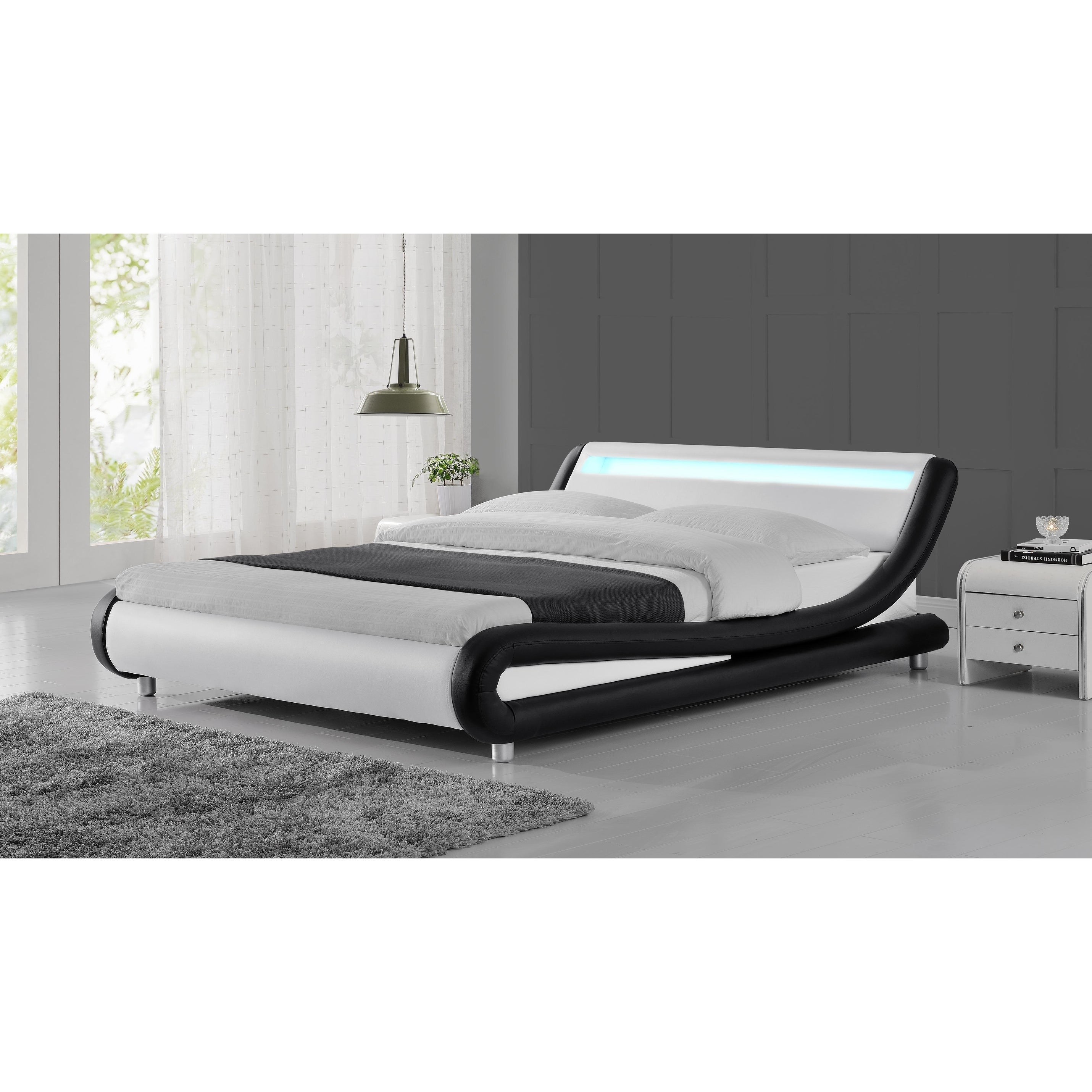 Zender Modern Curved Black And White Platform Bed On Sale Overstock 27617431