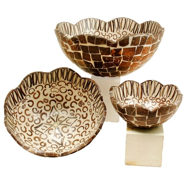 Handmade Natural Cinnamon and Coconut Shell Scalloped Bowl, Set of 3 (Indonesia)