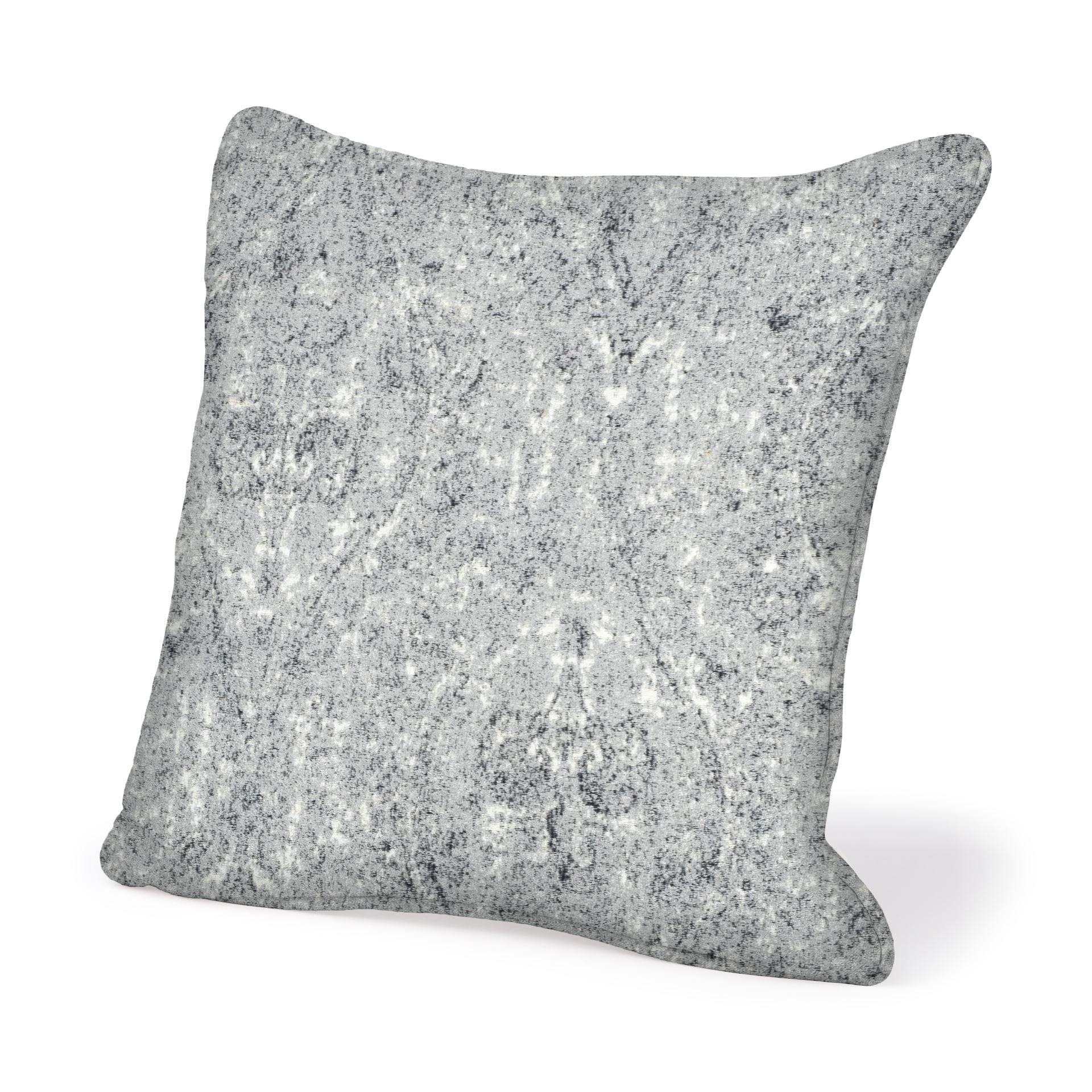 Mercana Chrysanthemum III 22 x 22 (cover only) Decorative Pillow