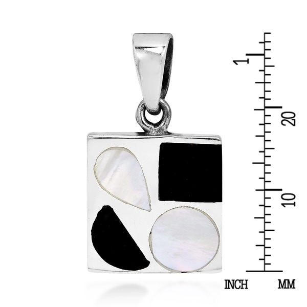 Handmade Retro Chic Black Onyx and White Mother of Pearl Sterling Silver Square Pendant (Thailand)