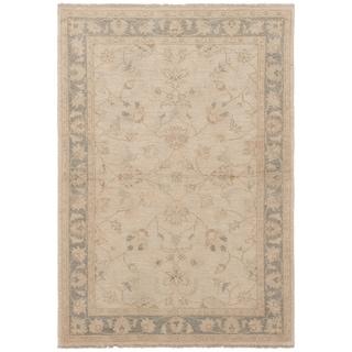 eCarpetGallery  Hand-knotted Peshawar Oushak Light Gold Wool Rug - 4'0 x 5'10