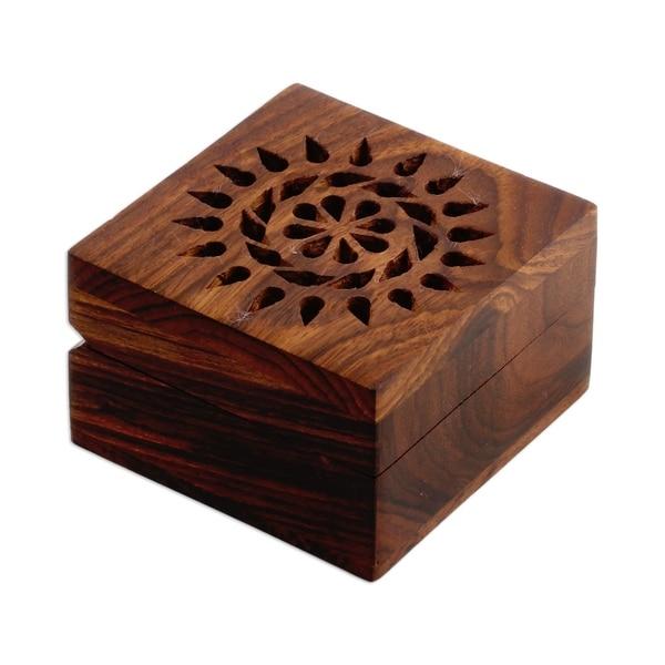 Handmade Mango wood decorative box Glorious Flower (India)