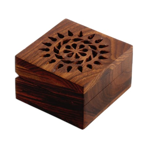 Handmade Mango wood decorative box Glorious Flower (India)