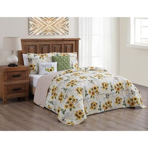 Yara Reversible Quilt Set with Throw Pillows