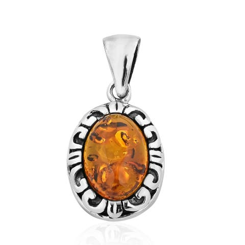 Handmade Classic Oval Shaped Amber Set on Sterling Silver Pendant (Thailand)