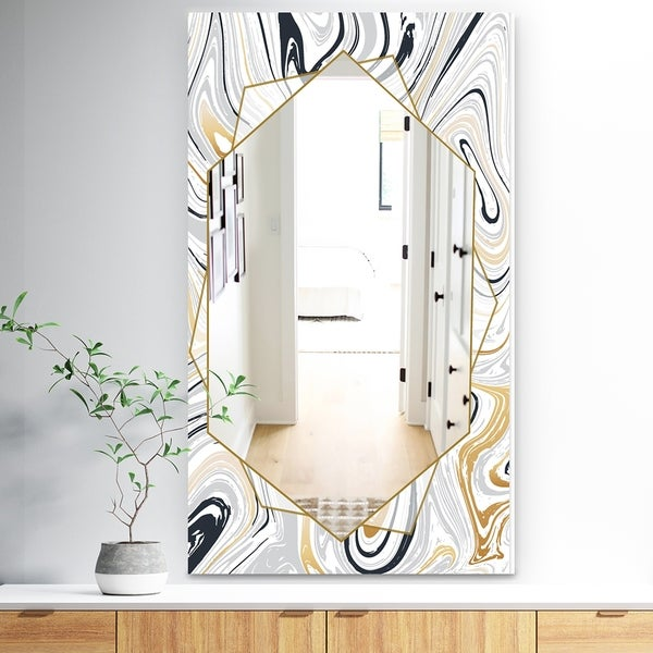 Designart 'Marbled Diamond 16' Traditional Mirror - Wall Mirror - Gold