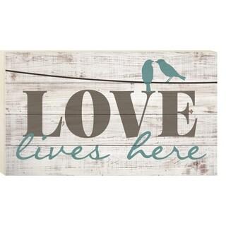 Love Lives Here Pallet Décor
