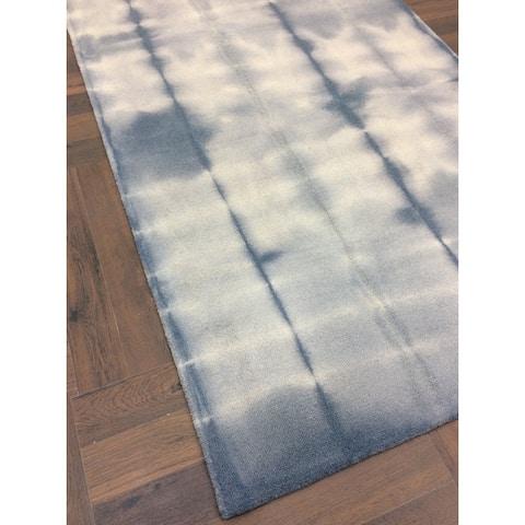 Shibori-style Cyan Handmade Woolen Indoor Area Rug - 5' x 8'