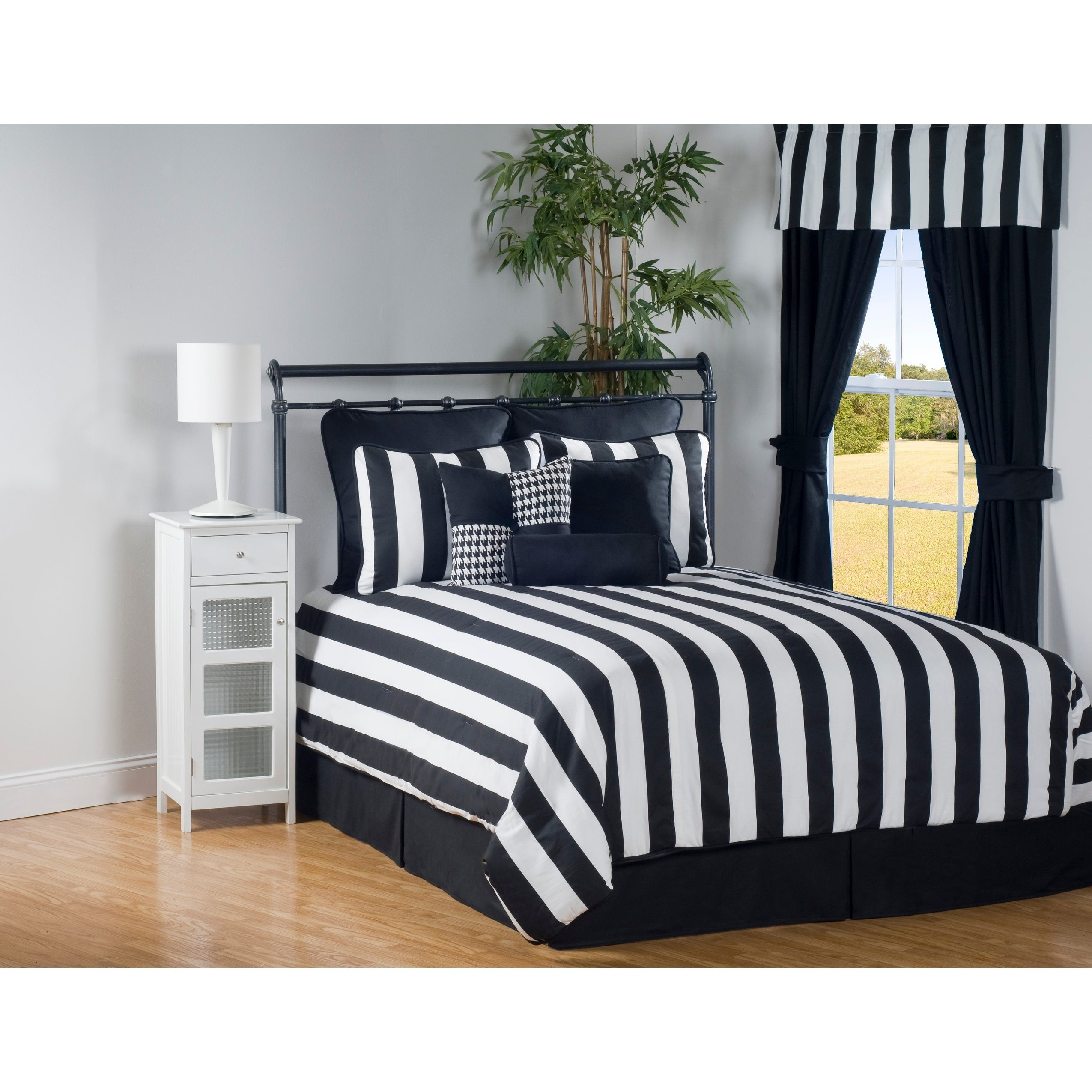 Midtown Contemporary Stripe Black And White Comforter Set Overstock 28110913