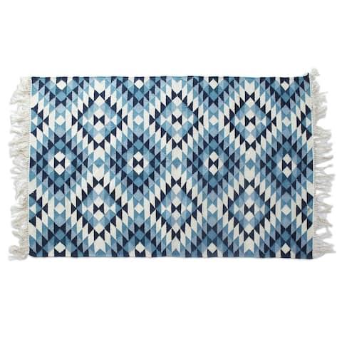 Handmade Fantastic Frets Wool Rug (India) - 4' x 6'